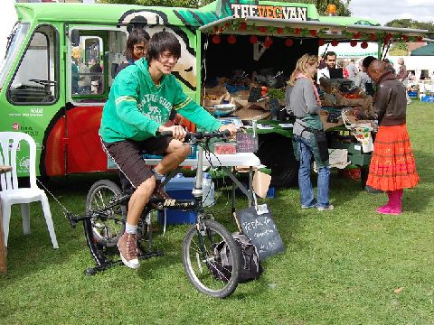 Pedal powered smoothie maker Image: oneplanetsutton on Flickr, shared under CC Attribution license.